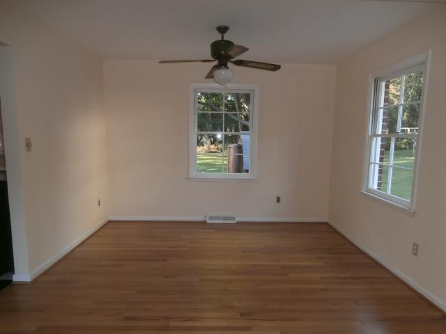 11 x 9 dining room with ceiling fan
